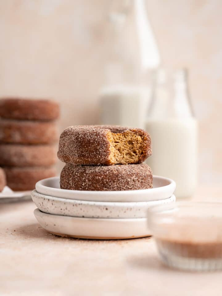featured image of vegan baked apple cider donuts with cinnamon sugar coating.